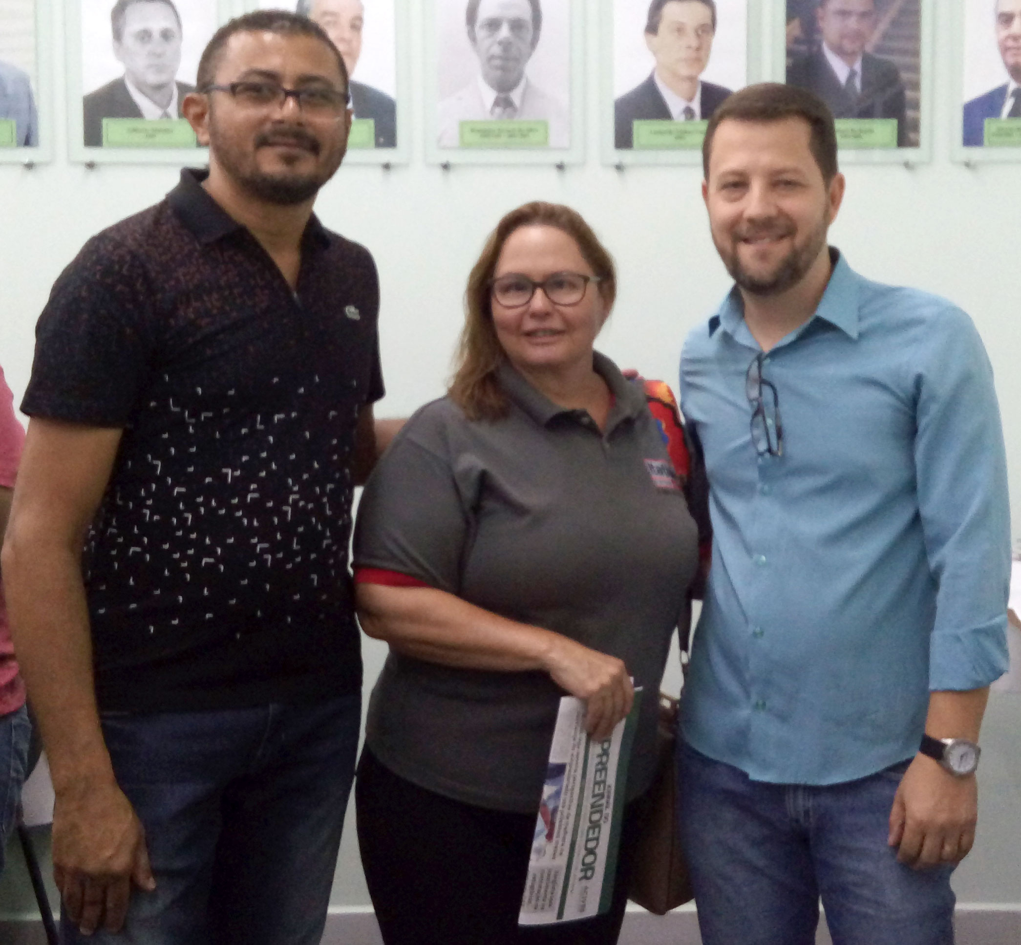 Vicente P. Silva, 2º secretário da ACIV, Isabel Peres, executiva de contas e Anderson S. Martins, presidente da ACIV.